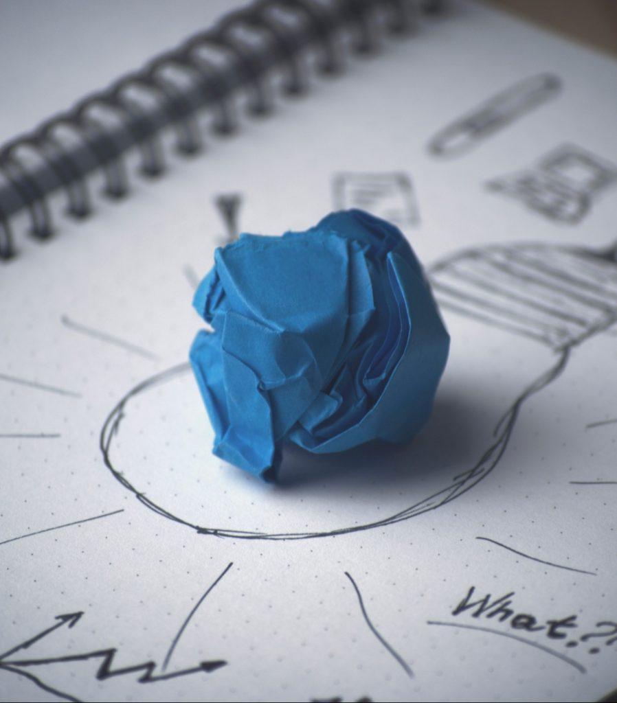 Pretotyping-workshop-inspiration-innovation-lab-drawing-lightbulb